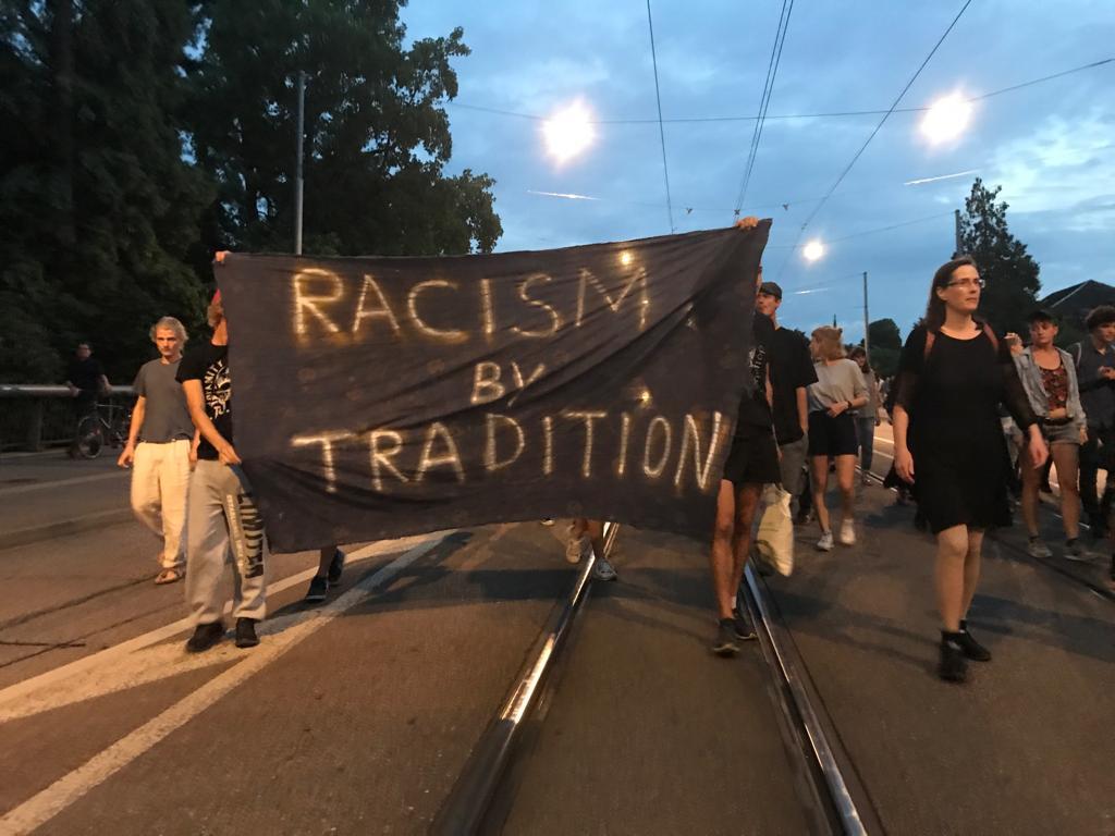 antira-Wochenschau: Kriegsmaterialexport, Integrationszwang, Racism by Tradition