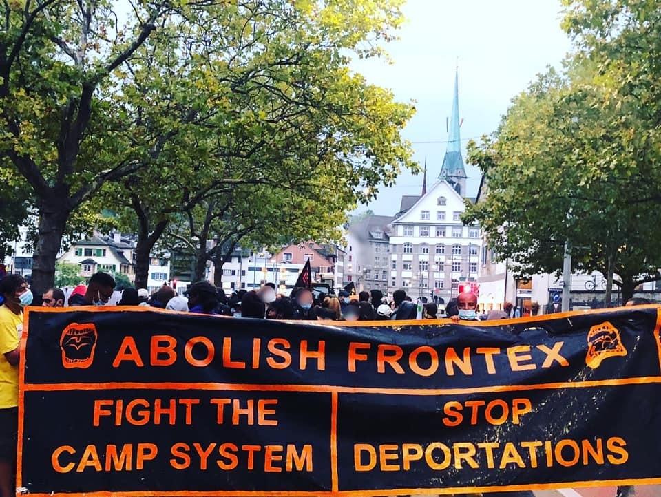 """""""Frontex abschaffen. Das Lagersystem bekämpfen. Abschiebungen stoppen."""" Fronttranspi der #AbolishFrontex-Demo in Zürich am 10.09.21"""